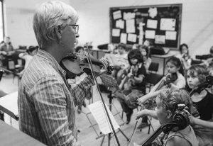 چه سازی یاد بگیریم معرفی بهترین سازهای ایرانی و خارجی برای شروع یادگیری موسیقی