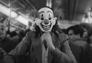نقد فیلم جوکر Joker 2019- طنز (شخصیت جوکر، آیینهی تمام نمای مردم ایران!)