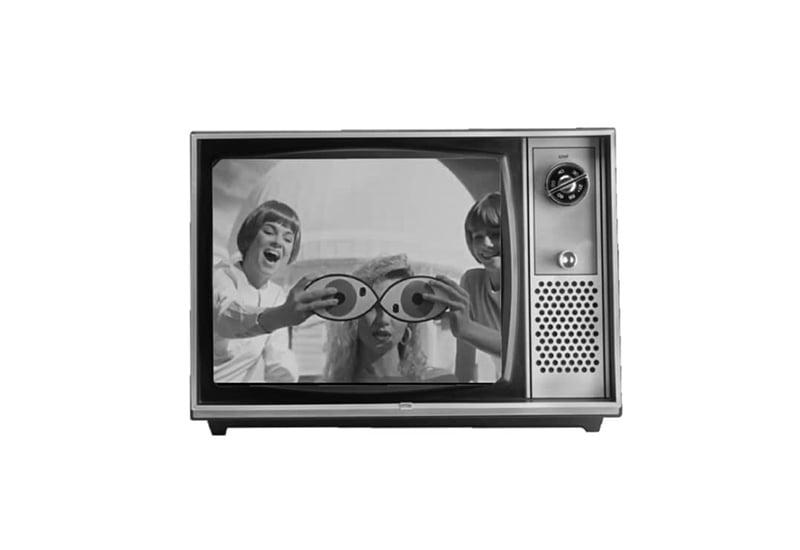"""موزیک ویدئو """"La Thune"""" از آنجل """"Angèle"""""""